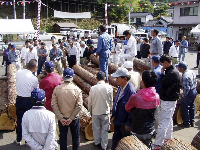 北桑木材センター市場の木材まつり