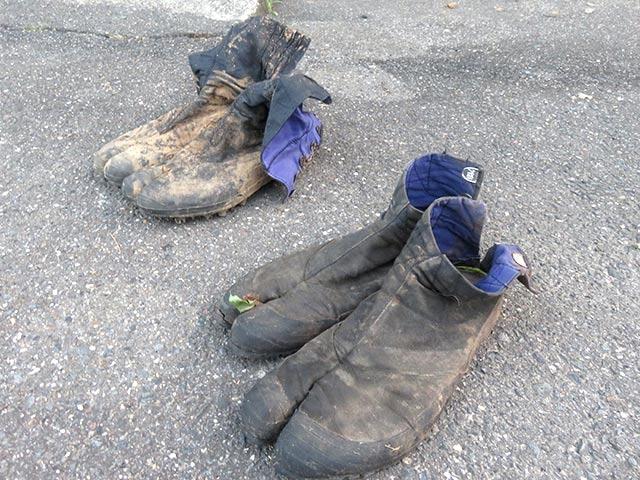 スパイク付き、スパイクなしの地下足袋