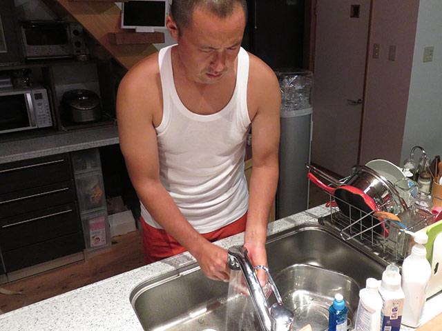 食後の皿洗い
