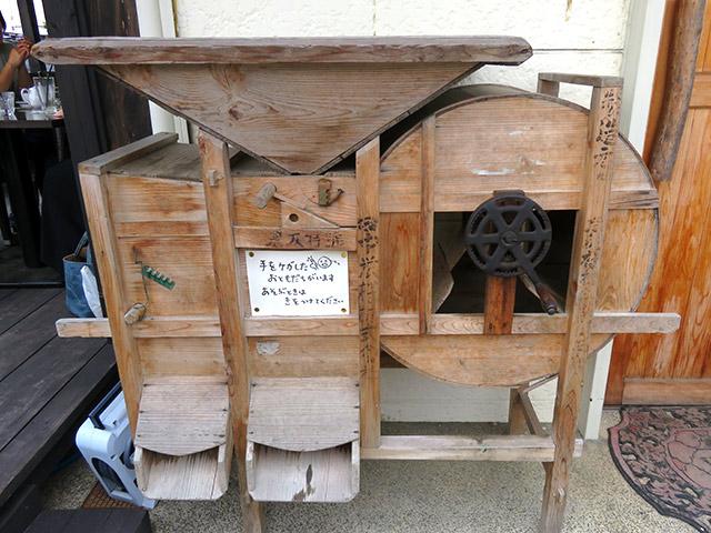 昔の古いもみすり機