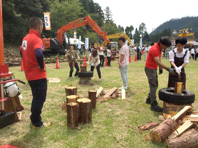 木工体験コーナー、薪割り体験
