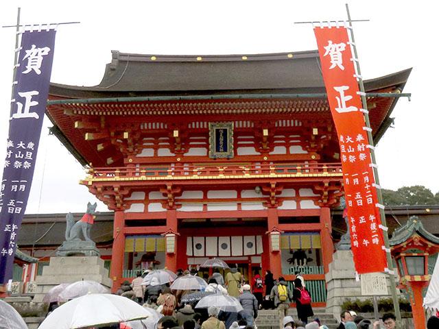 伏見稲荷大社へ初詣にきました