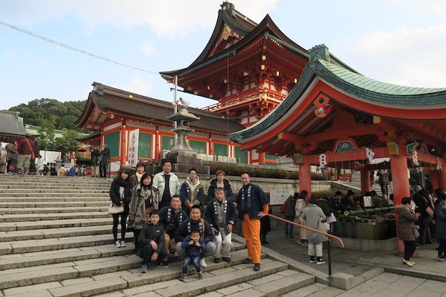 弟の会社(有)四辻木材のメンバーと伏見稲荷大社へ初詣