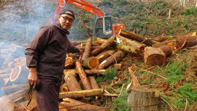 林地残材とは山の中に残っている木や枝や端材のことです。