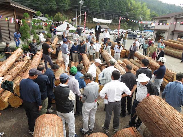 京都京北には北桑木材センターという市場があります。