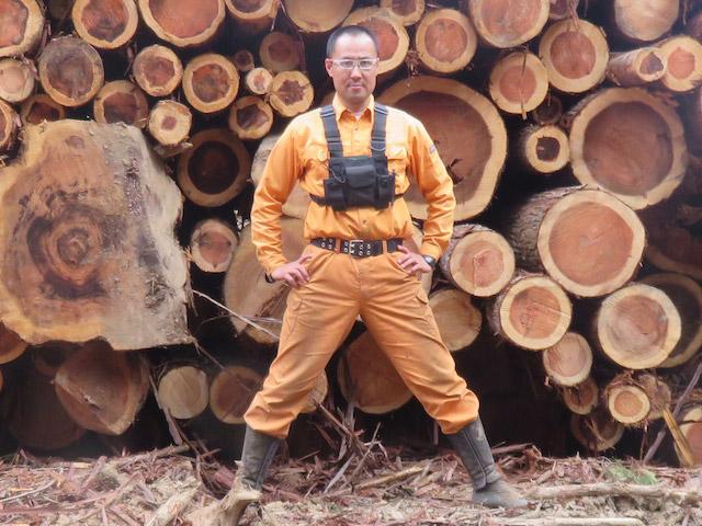 四辻木材の四辻誠悟です