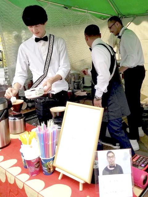 手挽きハンドドリップ・コーヒーを、¥350で約130杯販売させていただきました。