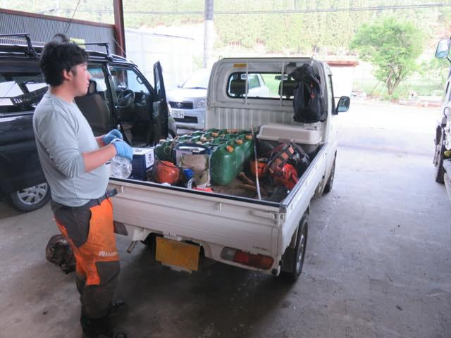 軽トラの良いところはガンガン積める広い荷台