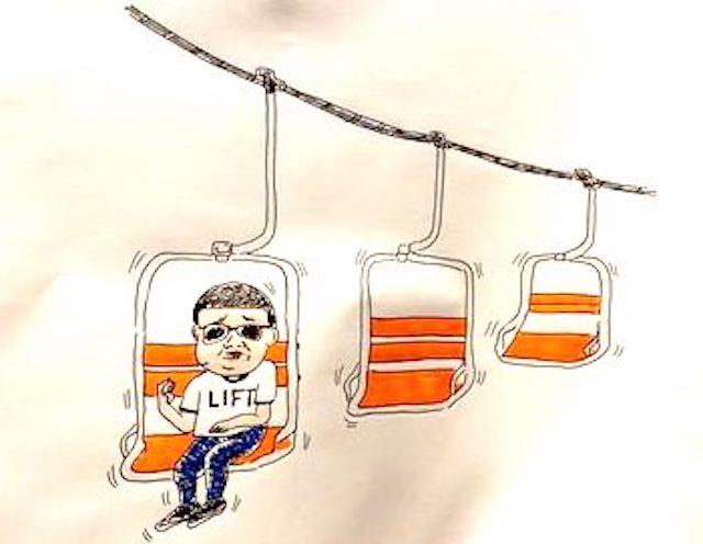 リフトの椅子の代わりに、木を吊るして搬出する